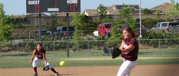 Kaitlin King pitching at the Mira-Loma game. Photo by ARIELLA APPLEBY. Photo taken Apr. 25.