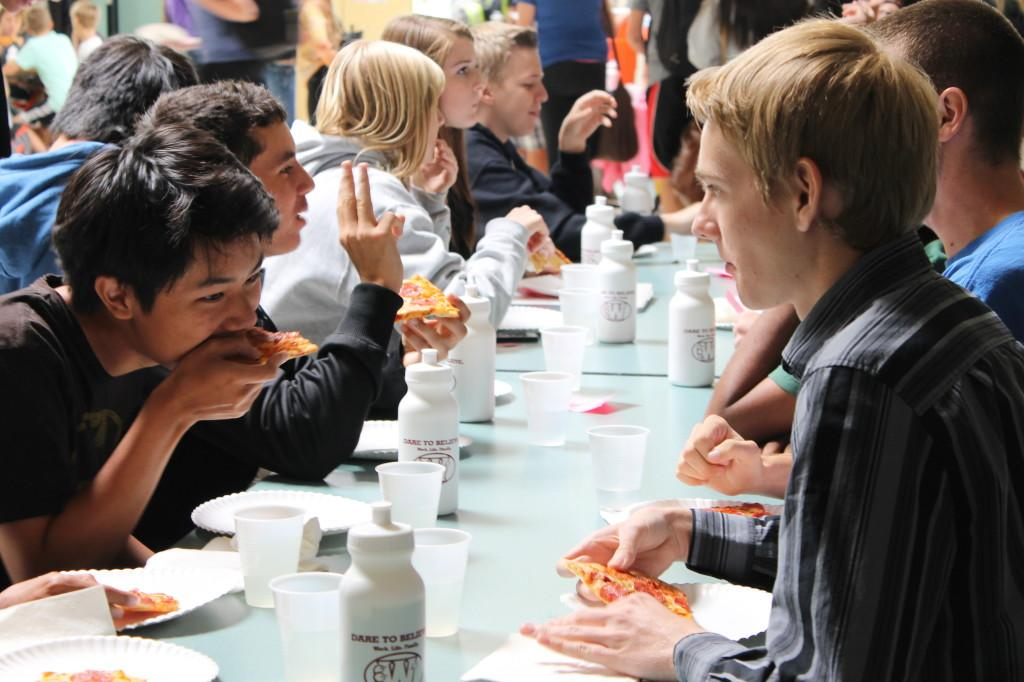 Students eat the pizza they received at the Academic Lunch photo by OLIVIA GRAHL