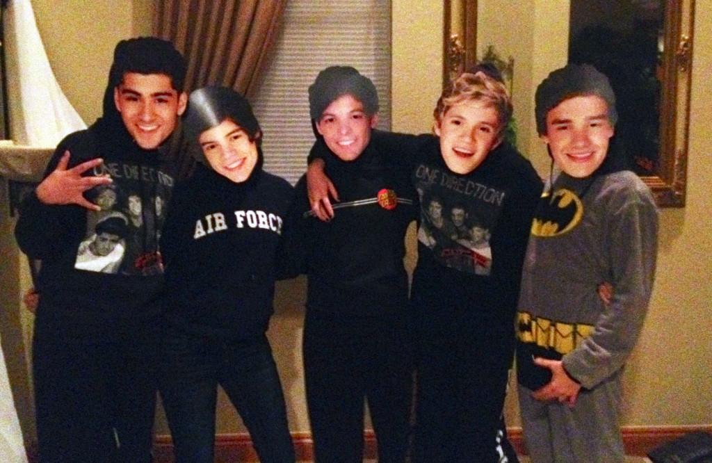 %22One+Direction%22+poses+before+going+out+for+trick-or-treating+on+Halloween+photo+by+Robin+Houdek