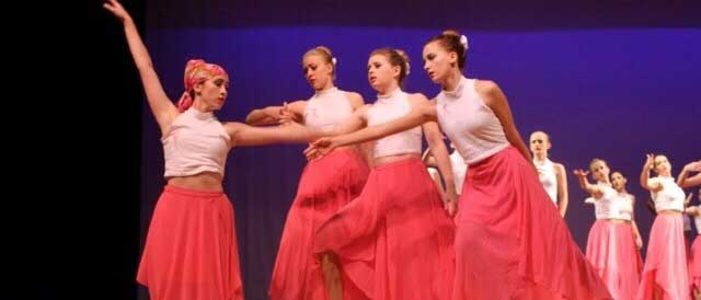Nicole Foster, Christina Honey, Shelby Treseder and Sydney Zacharias all perform at the 4WRD show to Fix You by Coldplay.