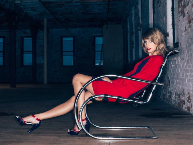 Photo from Taylor Swift's official site. Used with permission under fair use.