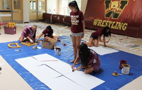 Elle Hsu oversees poster painting during the leadership class. Photo by Kaillie Hargis