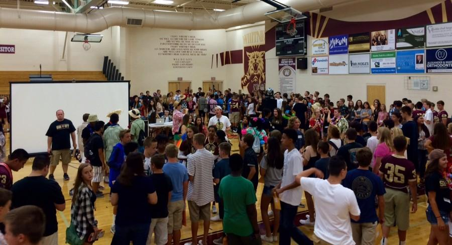 During orientation on Aug. 14, freshmen attempt to align themselves in alphabetical order. Photo by Sarah Martinez