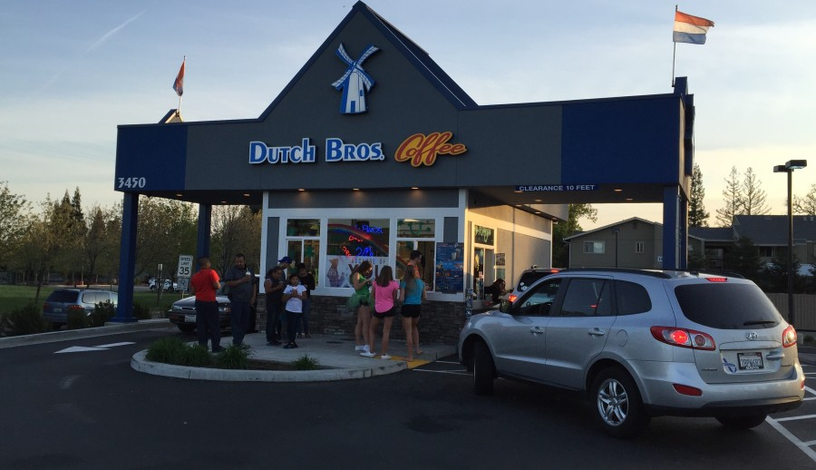 Customers wait in line at Dutch Bros coffee. Photo by Ava Jeung.