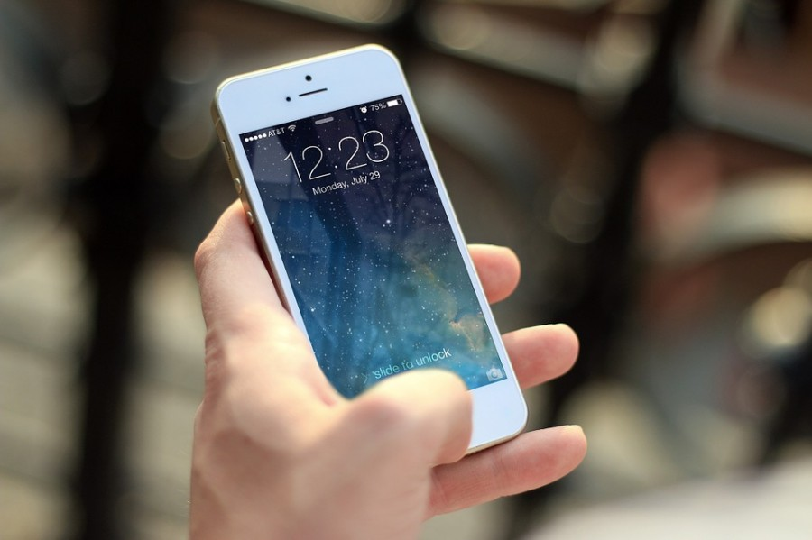 Apple argues with FBI over they should unlock the iPhone in the San Bernardino case. Photo by Jan Vašek (CC0 1.0)