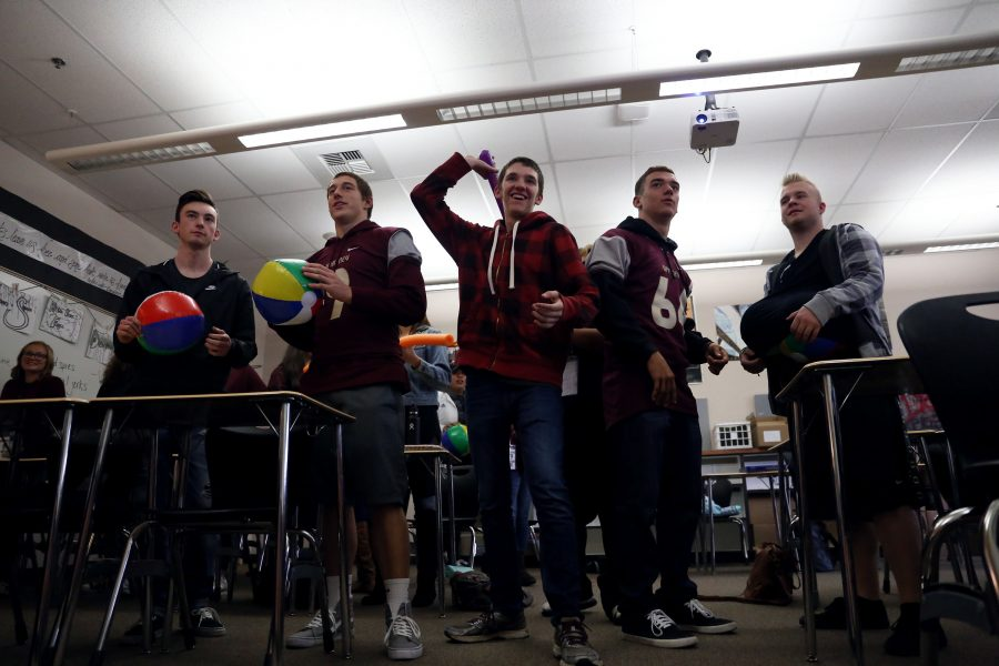 Students in Mrs. Jennifer Davis fifth period Language Arts IV class participate in a two minute Hate. Photo by Morgan Hawkins