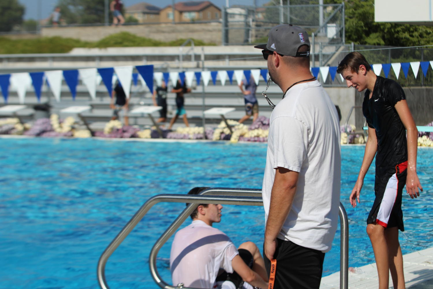 Coach+Jon+Norris+leads+dryland+during+men%E2%80%99s+varsity+water+polo+practice.+Photo+by+Madilyn+Sindelar.%0A