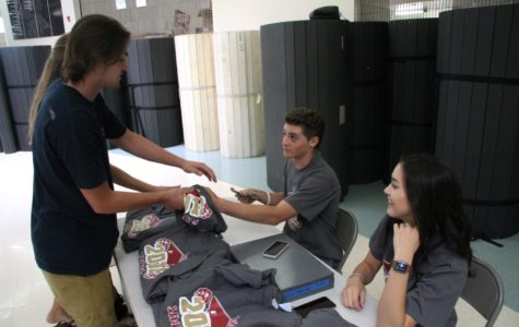 Senior class officers design new T-shirts for Class of 2018