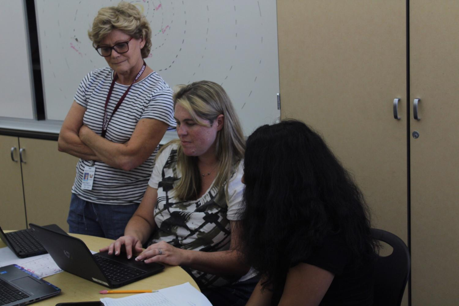 During fifth period ILS class, Pam Shugarte instructs a student on their chromebook. Photo by Coleton Matics.