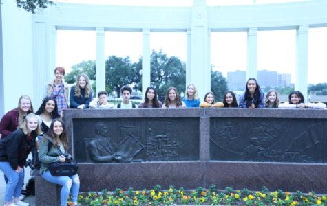 Before JEA/NSPA fall convention begins, 15 media students explore downtown Dallas