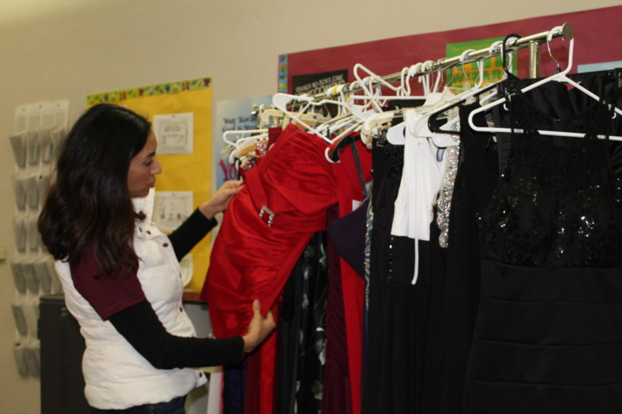 During intervention April 12, Mrs. Navi Riar shows a dress to students. Photo by Martina Zito.