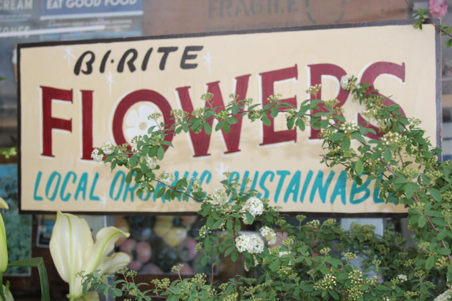 On the way to Mission Dolores Park, Bi-Rite Flowers displays an assortment of flowers outside their shop. Photo by Kierra Gunn.