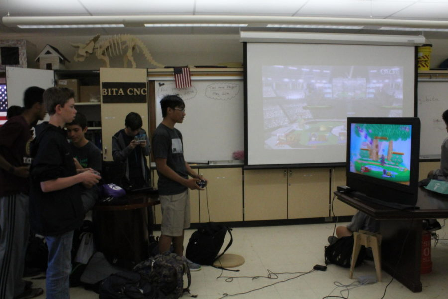 Smash+Club+hosts+tournament+at+lunch