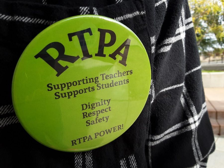 Union+members+continue+to+wear+green+RTPA+buttons+and+pins+to+show+support+for+their+interests+in+the+bargaining+process.+Photo+by+Alaina+Roberts.+