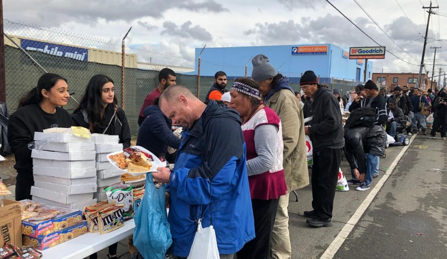 On Thanksgiving morning, Seva Selfless Service volunteers pass out food to the long line of people waiting in the streets of Sacramento. Photo by Daya Khunkhun.