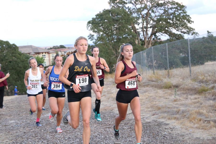 At+the+SFL+League+Meet%2C+Grace+Lathrop+leads+a+pack+of+runners.+Photo+by+Brenden+Jacoby.+