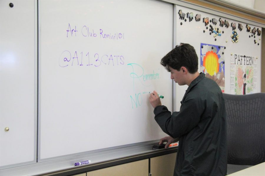 Before the first Maroon Art Club meeting, co-president Jacob Pearsall writes a welcome message on the whiteboard. The introductory meeting on October 3 allowed all students to get to know each other and prepare for the upcoming semester. Photo by Olivia de Lamadrid