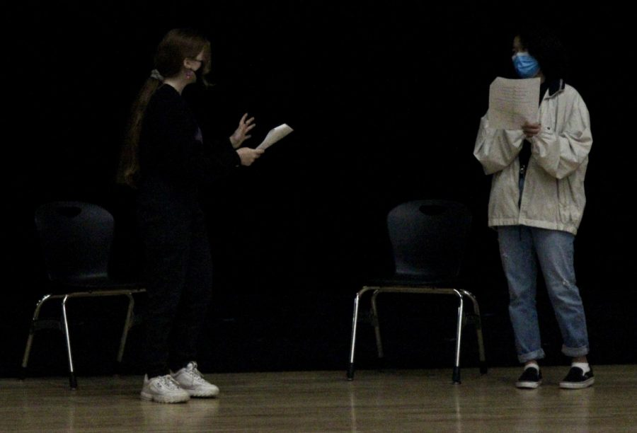During+third+period%2C+Lexi+Chadwick+and+Francis+Khuyag+perform+their+cold+read+Dec.+17+in+front+of+the+class+as+a+way+to+practice+their+acting+skills.+Photo+by+Trinity+Barker